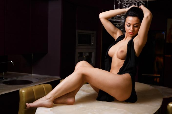 sedinta foto topless