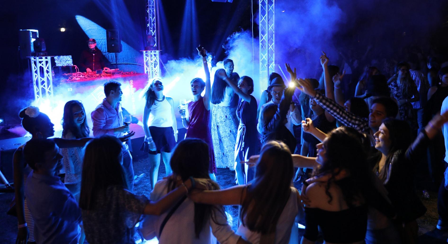 Foto petreceri in aer liber