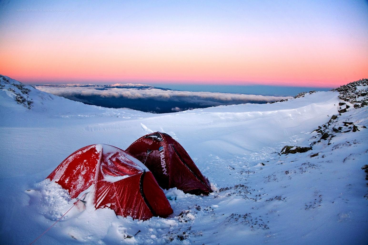 Iarna la munte cu cortul