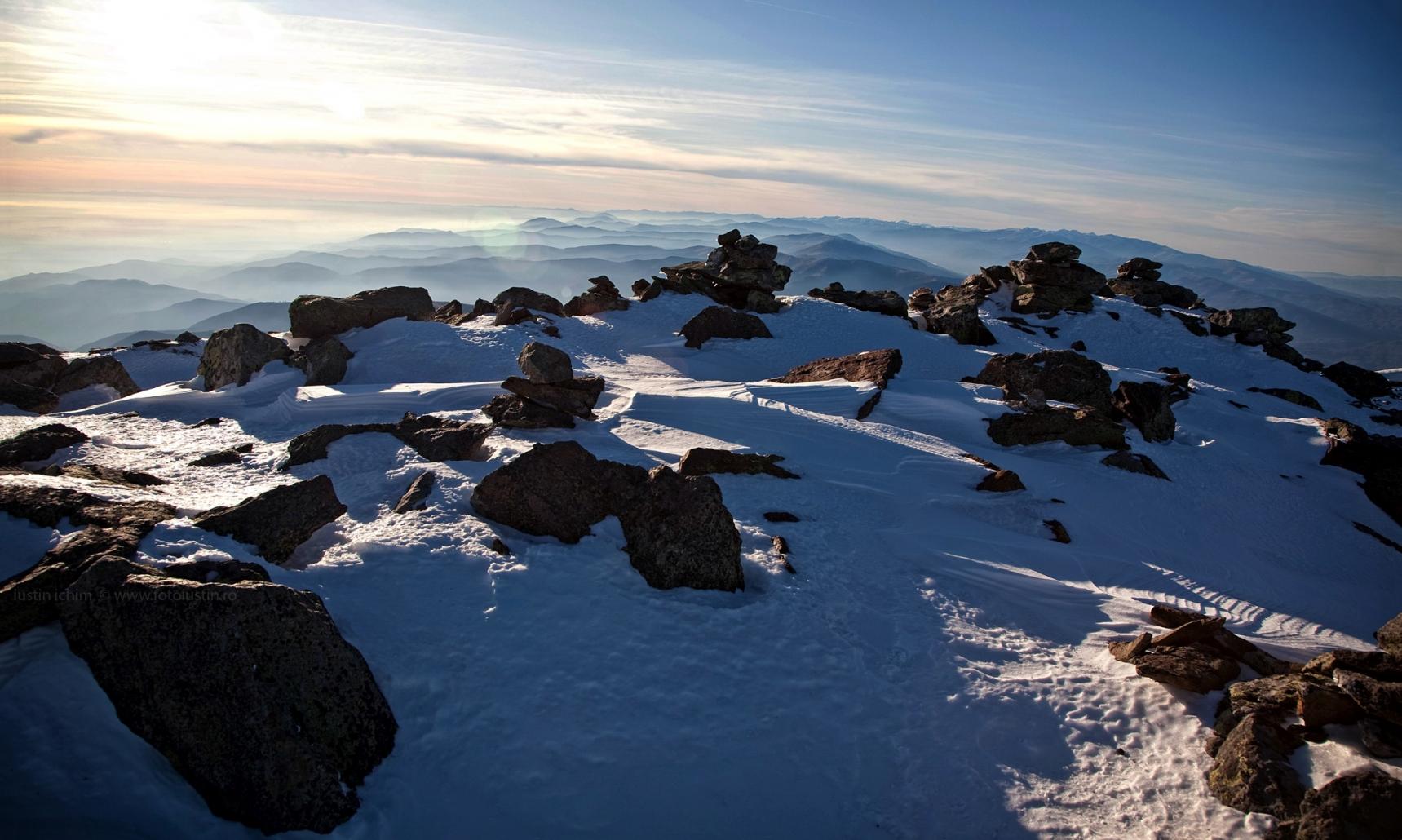Peisaj montan de iarnă